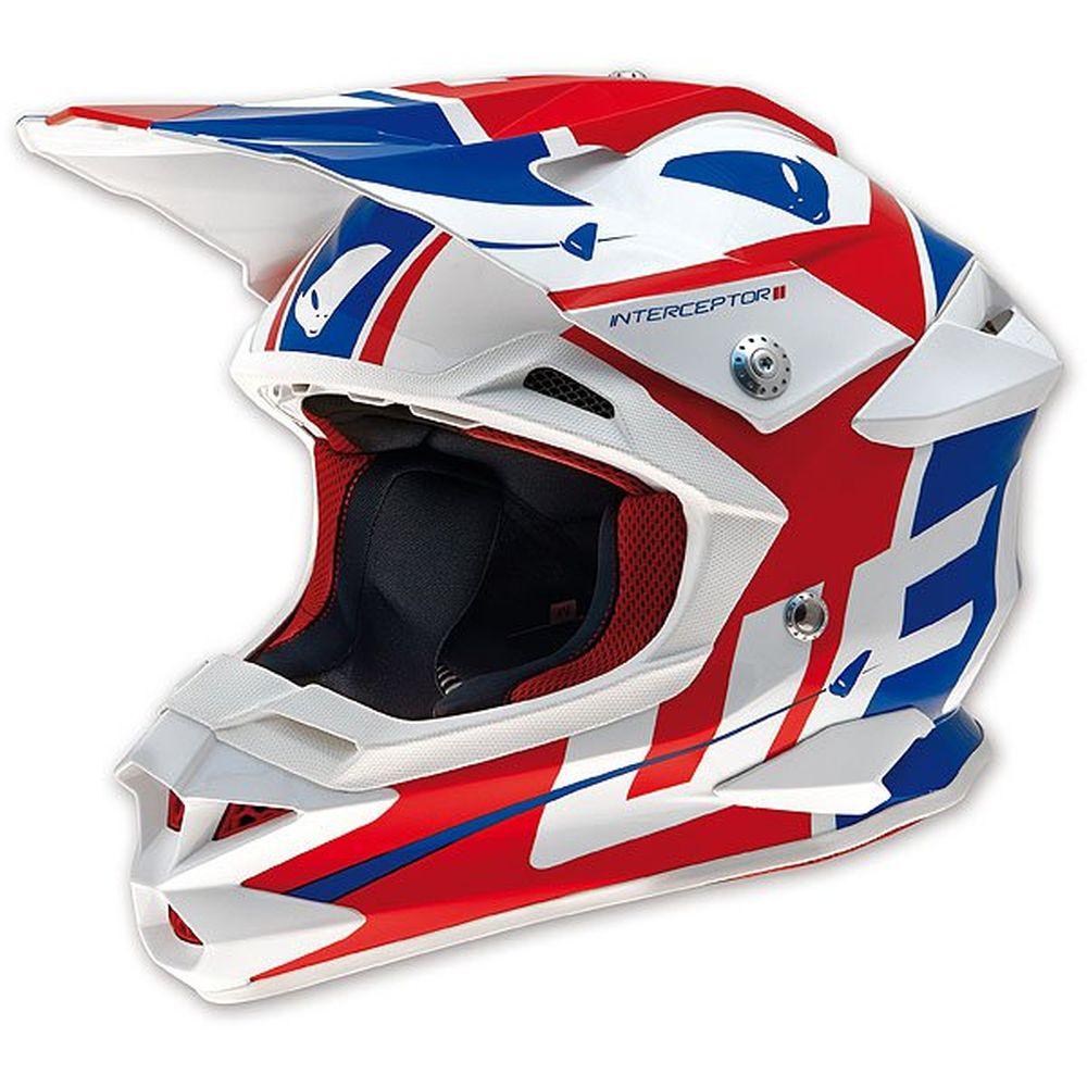 Prendre le temps d'essayer un casque de motocross